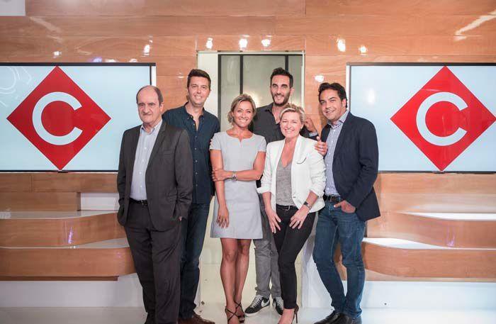 L'équipe de C à vous (Crédit photo : Tristan Paviot / FTV)