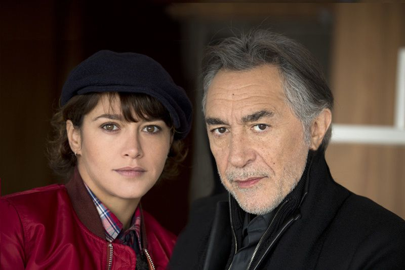"Emma de Caunes et Richard Berry dans ""Lanester"" (Crédit photo : C. NIESZAWER / Native / FTV)"
