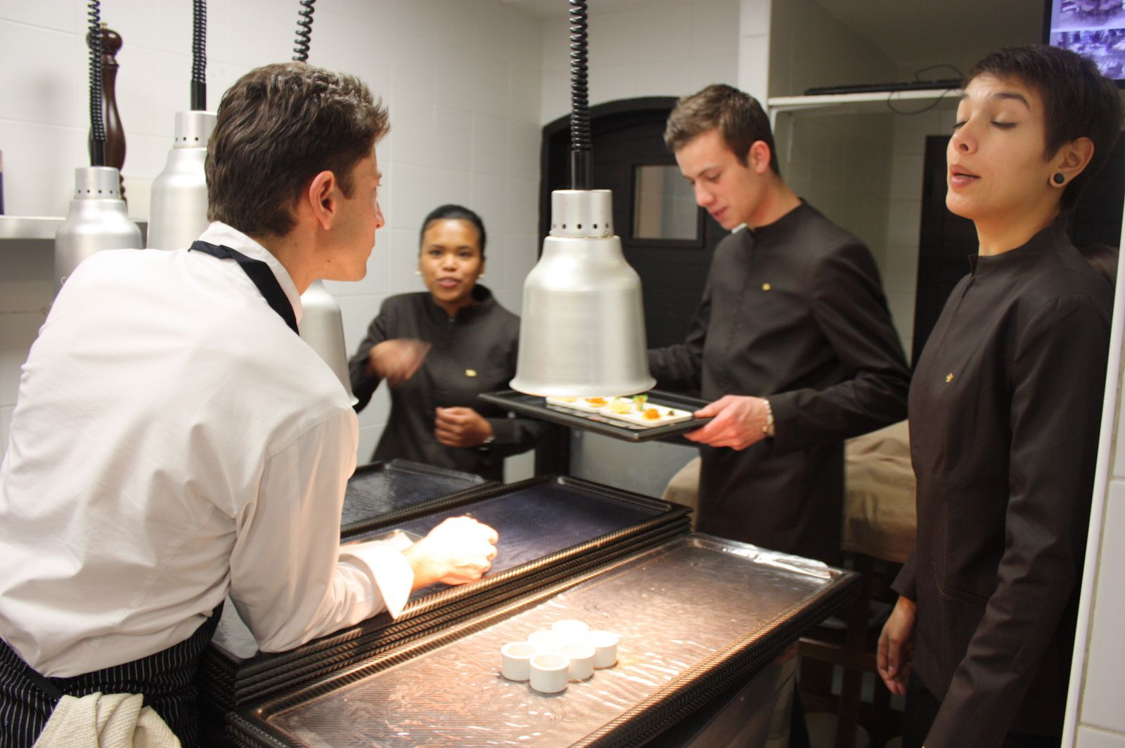 Inspection des plats par le Chef