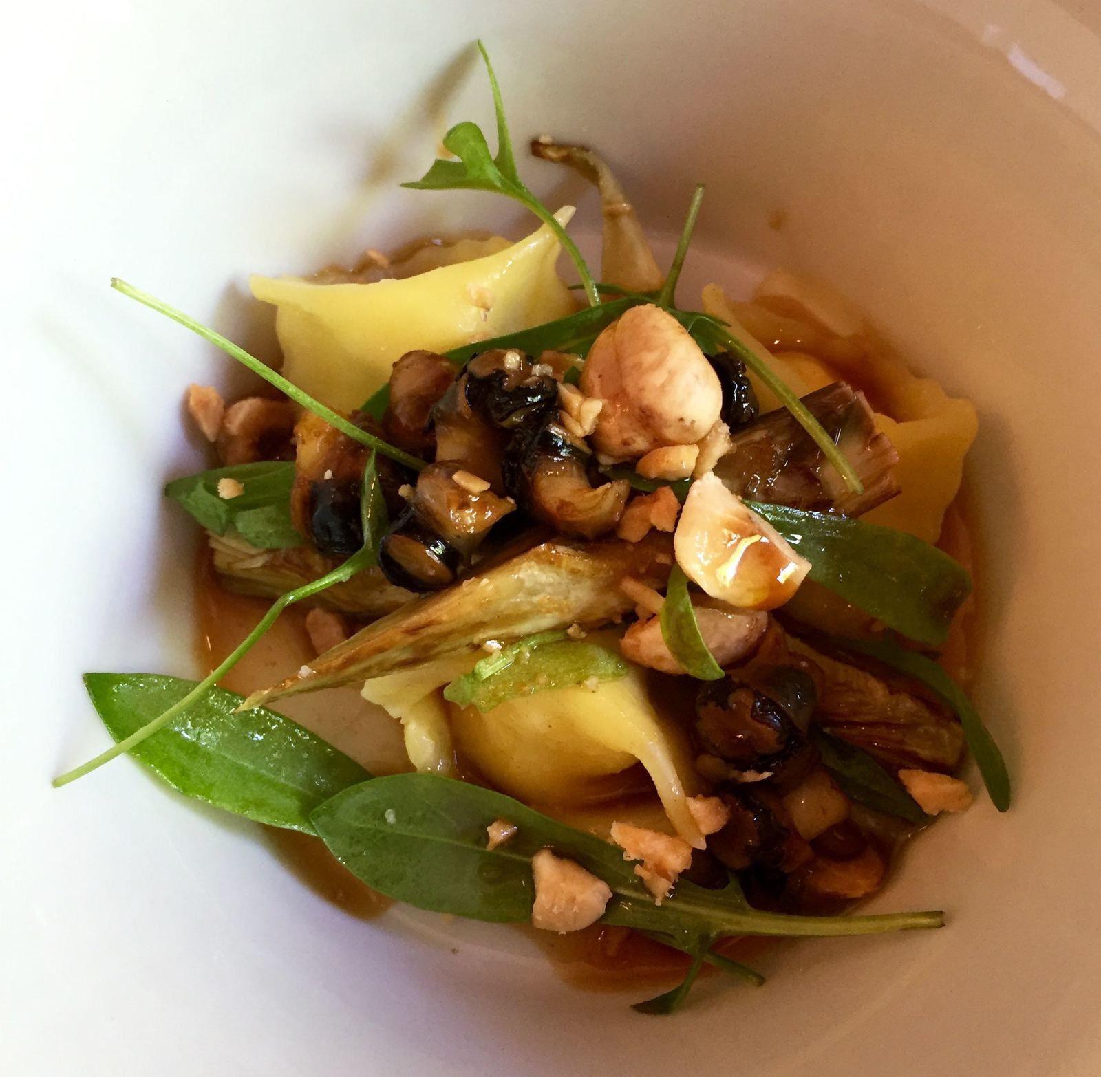 Accompagnement: raviole de Brocciu, artichauts et noisettes