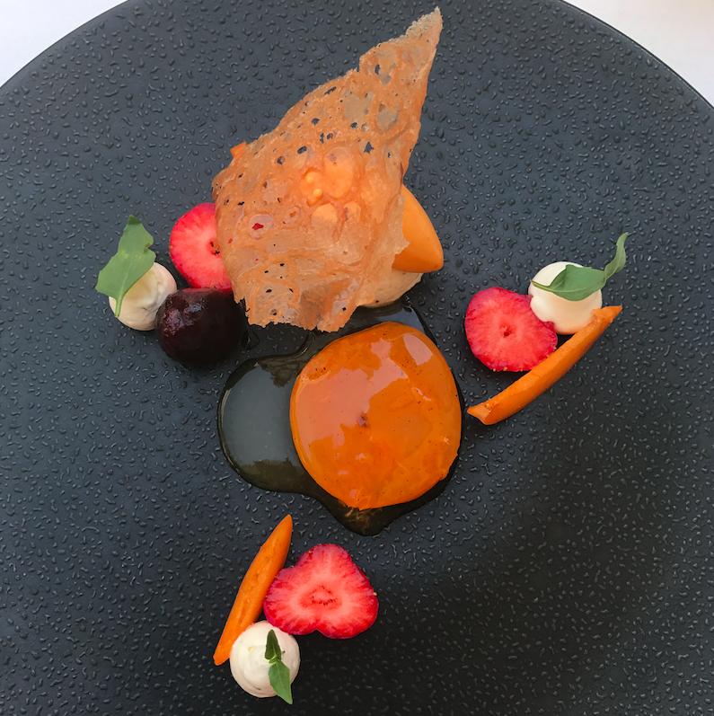 Abricots, nougat glacé, verveine, arlette caramélisée
