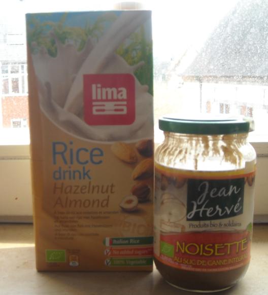 un lait de noisettes et une purée de noisettes d'excellente qualité. La marque Jean Hervé travaille les fruits secs sous de nombreuses préparations.
