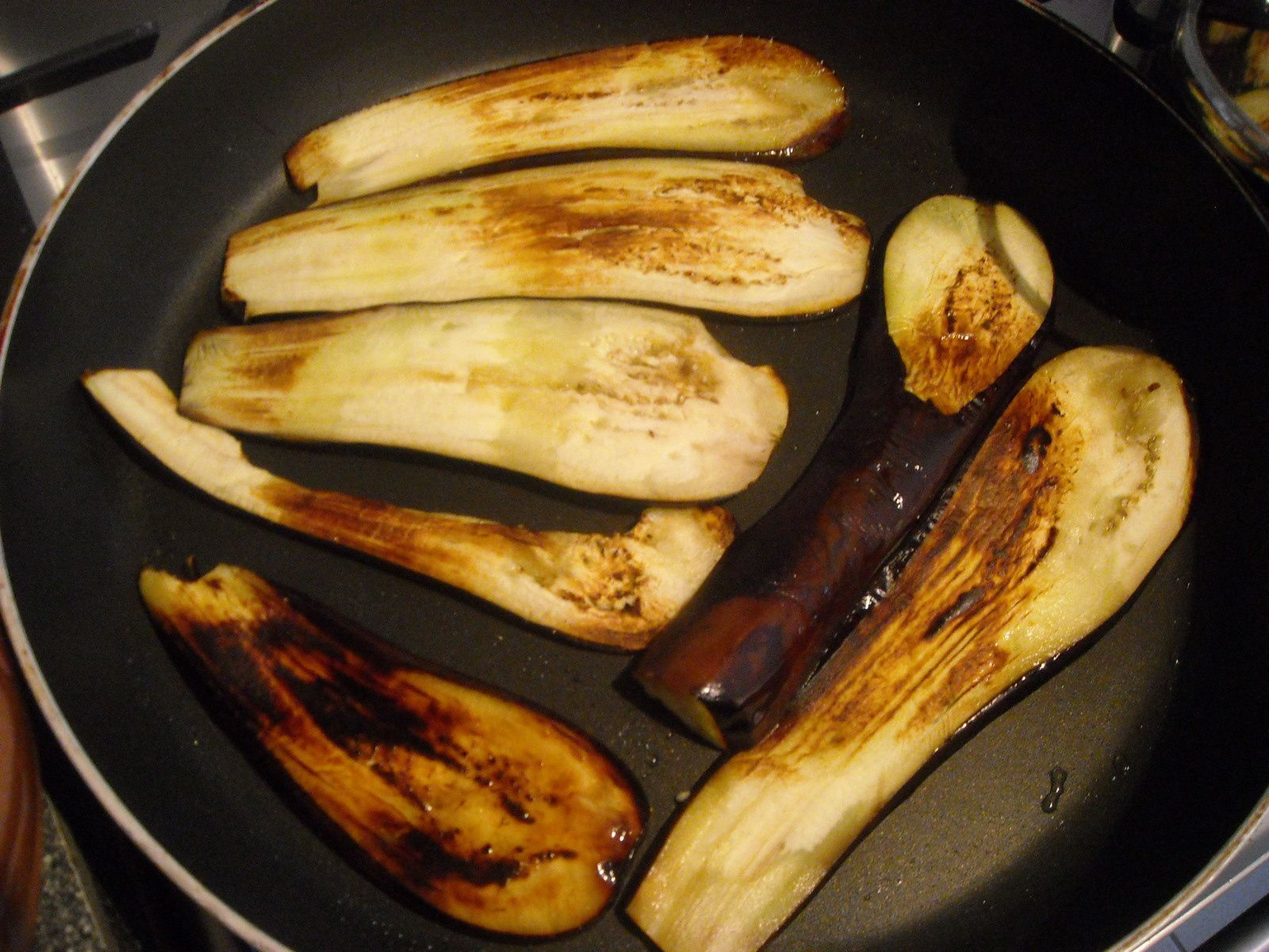 c'est la partie la plus longue de la recette : la cuisson des tranches d'aubergines