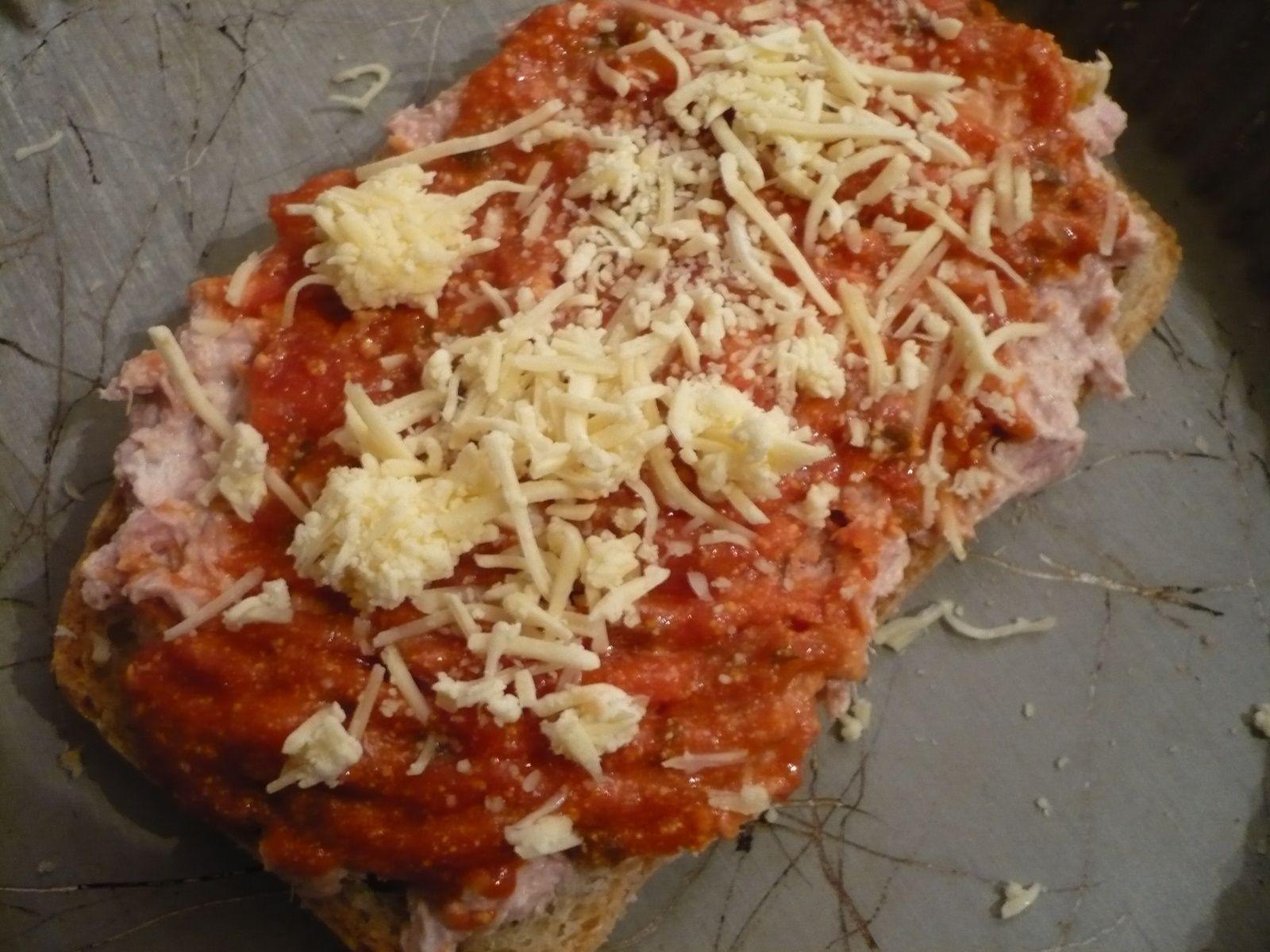 Tartine-pizza au thon et citron confit
