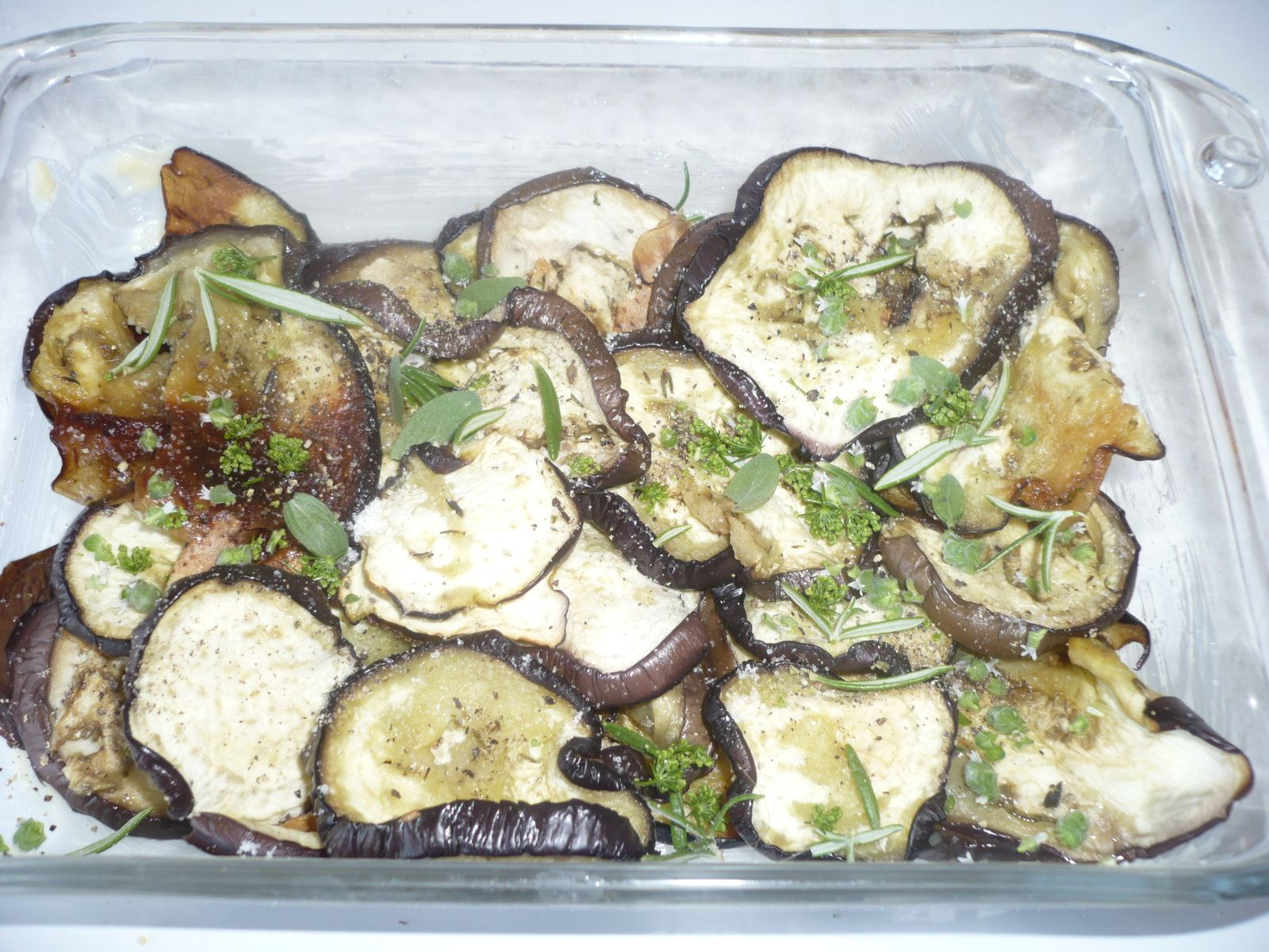 Lingue rôtie, fondue d'aubergines, artichauts confits, fleur de cerfeuil