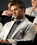 Jesse Spencer as Robert Chase