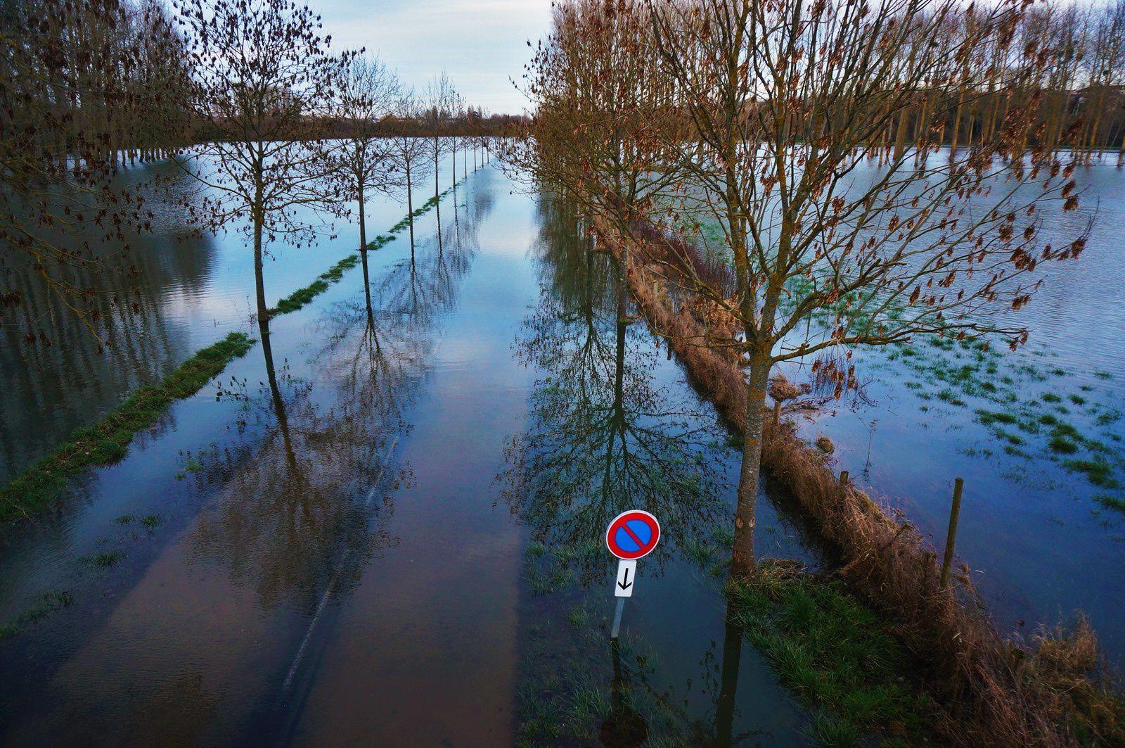 La route de Louvigny inondée. Photo aérienne François Monier 3 février 2014