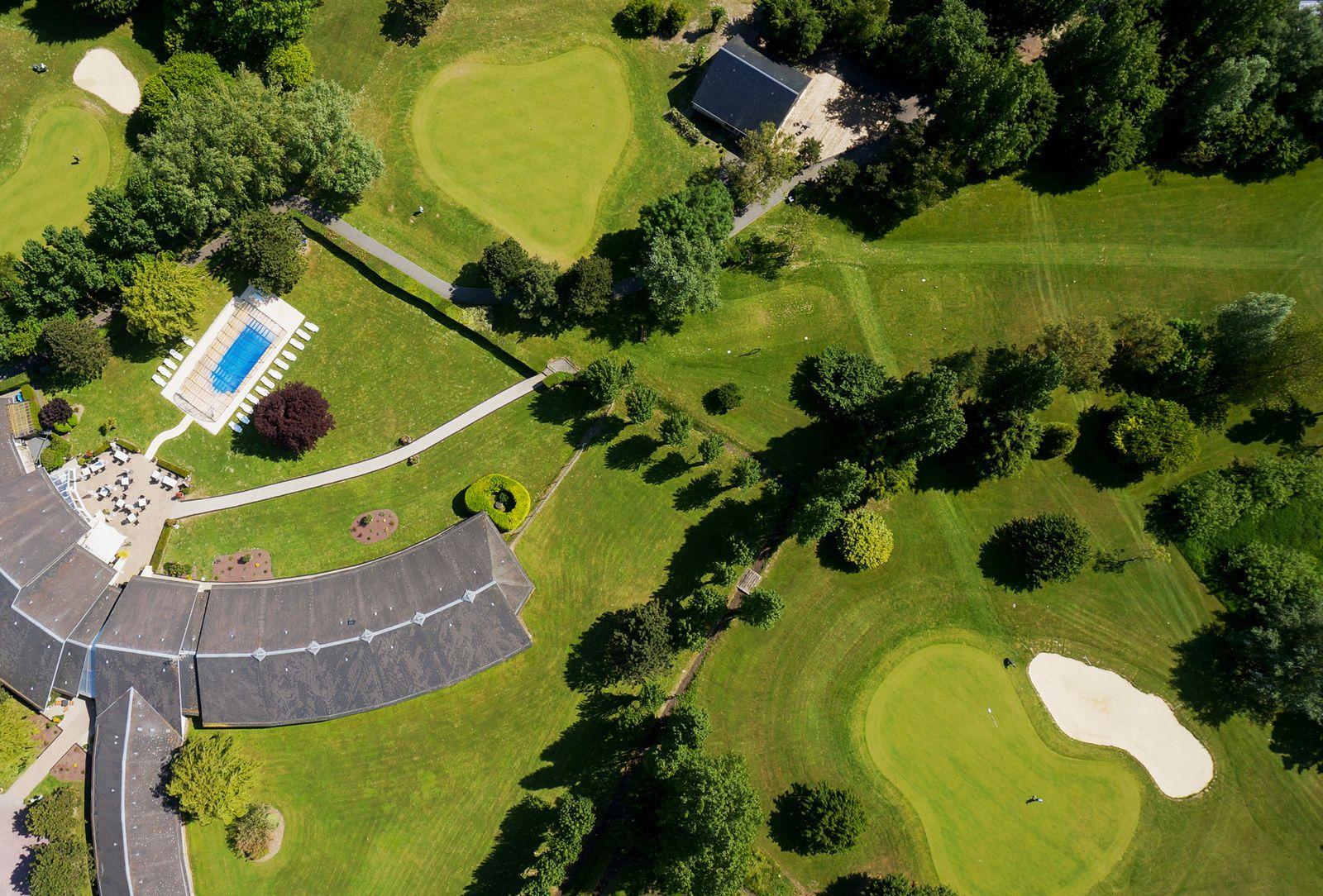 Le golf de Cabourg, et celui, miniature, de Merville Franceville. Photos aériennes François Monier. Mai 2015