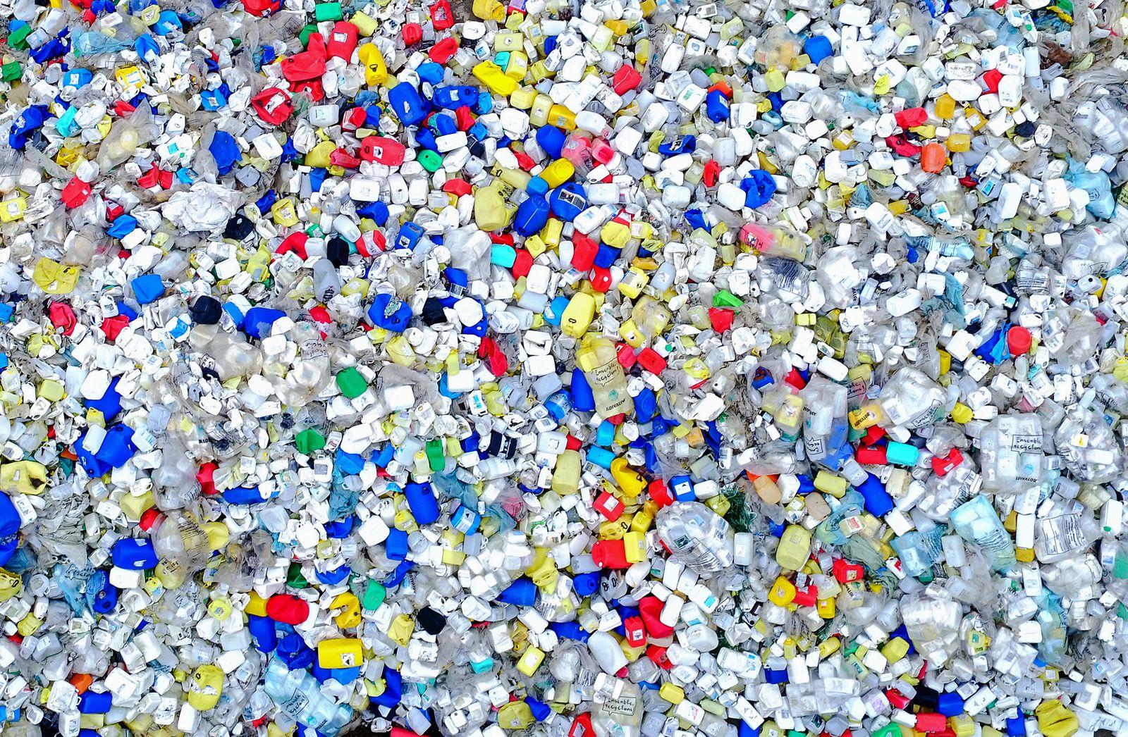 Usine de recyclage de plastiques dans la Manche. Photo aérienne François Monier, septembre 2016