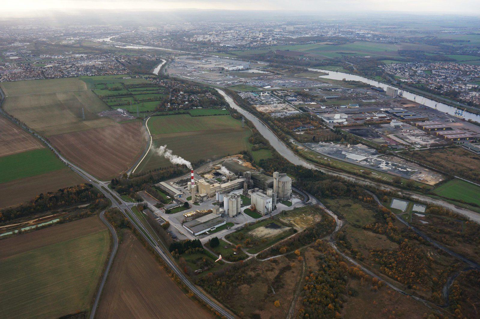 La cimenterie de Ranville vue d'ULM, altitude 600m. Photo aérienne François Monier 1er décembre 2013
