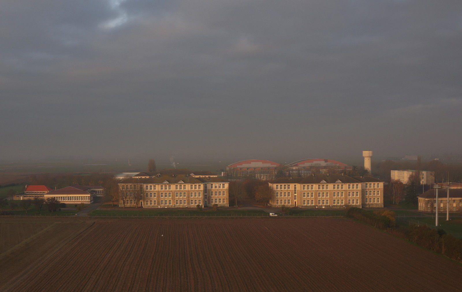 Les bâtiments du 18e RT de Carpiquet. Photo aérienne François Monier 3 décembre 2013