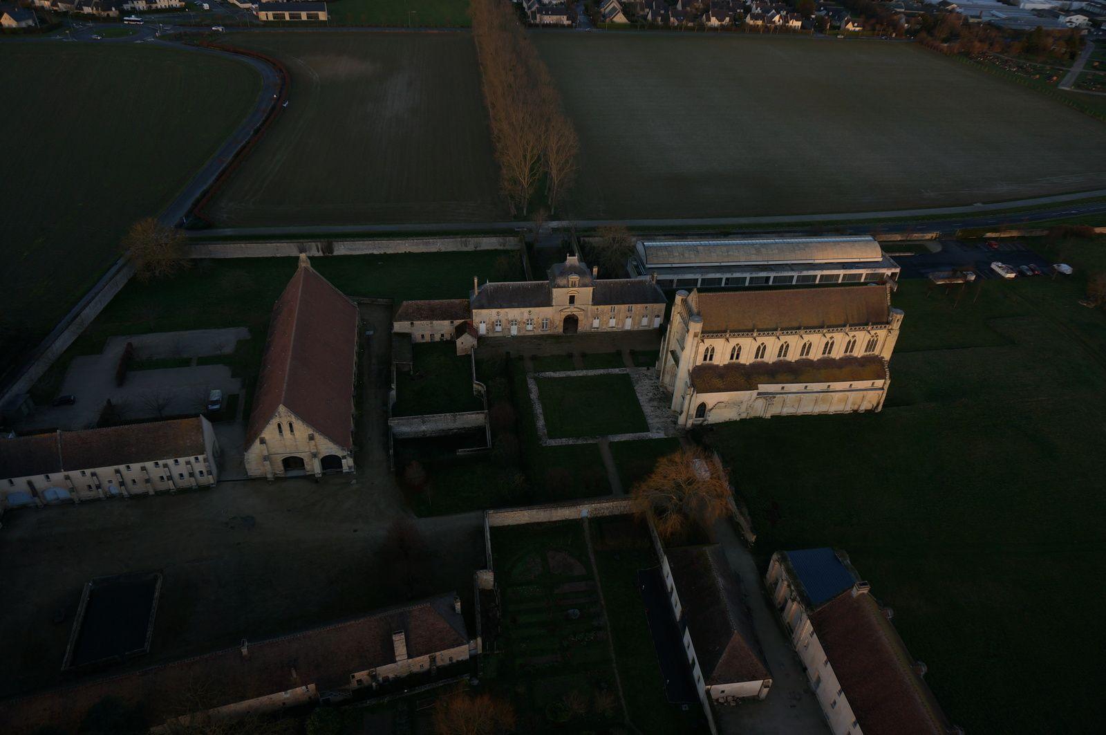 Les bâtiments de l'Abbaye d'Ardenne. Photo aérienne François Monier 26 décembre 2013