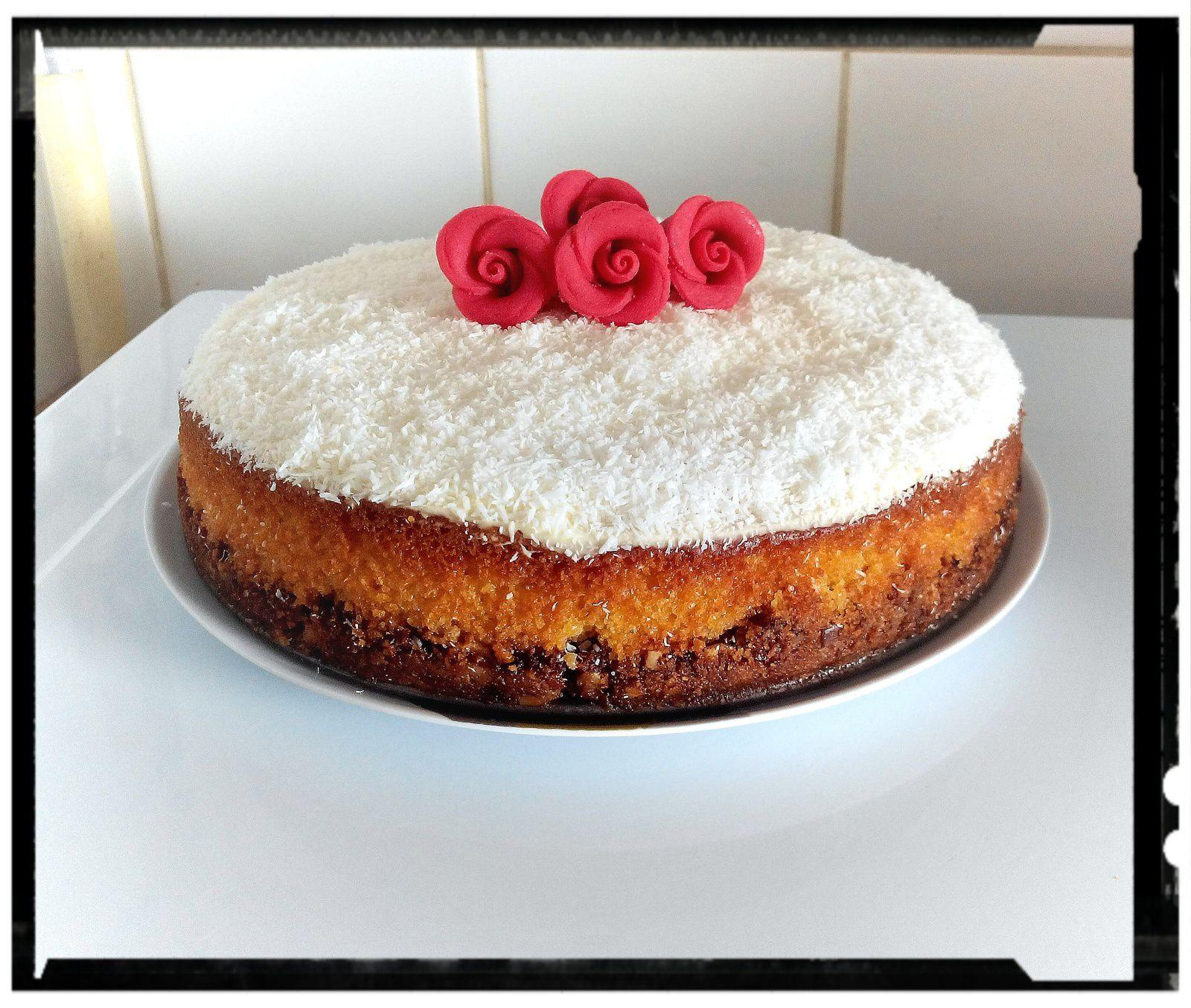 Gâteau fondant de polenta au citron et sa chantilly coco sur palet au muesli coco fruit rouge