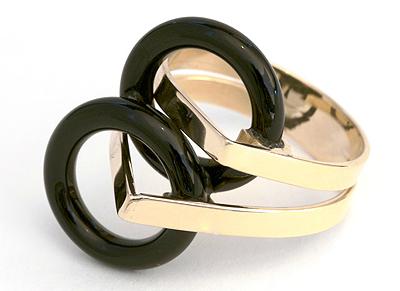 Bague, or jaune et onyx noir
