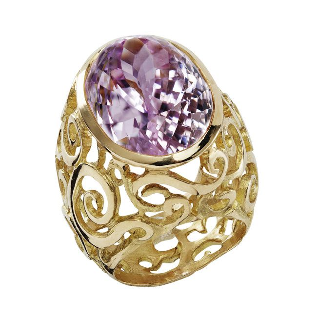 Bague Arabesque, or jaune, kunsite © Hélène Courtaigne Delalande