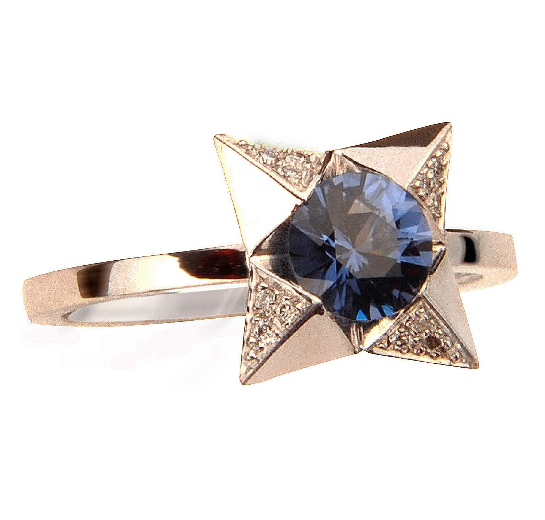Bague Domino, or blanc, spinelle bleu, diamants © Tiber