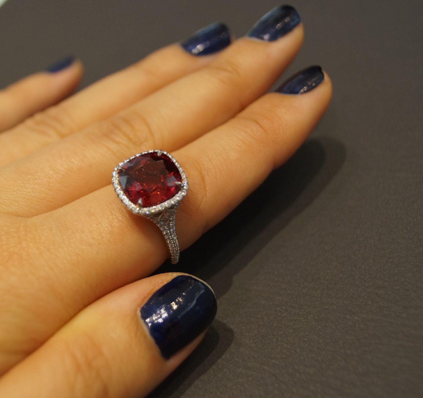 Bague de Tiffany&Co ,platine, spinelle, diamants © Bliss from Paris