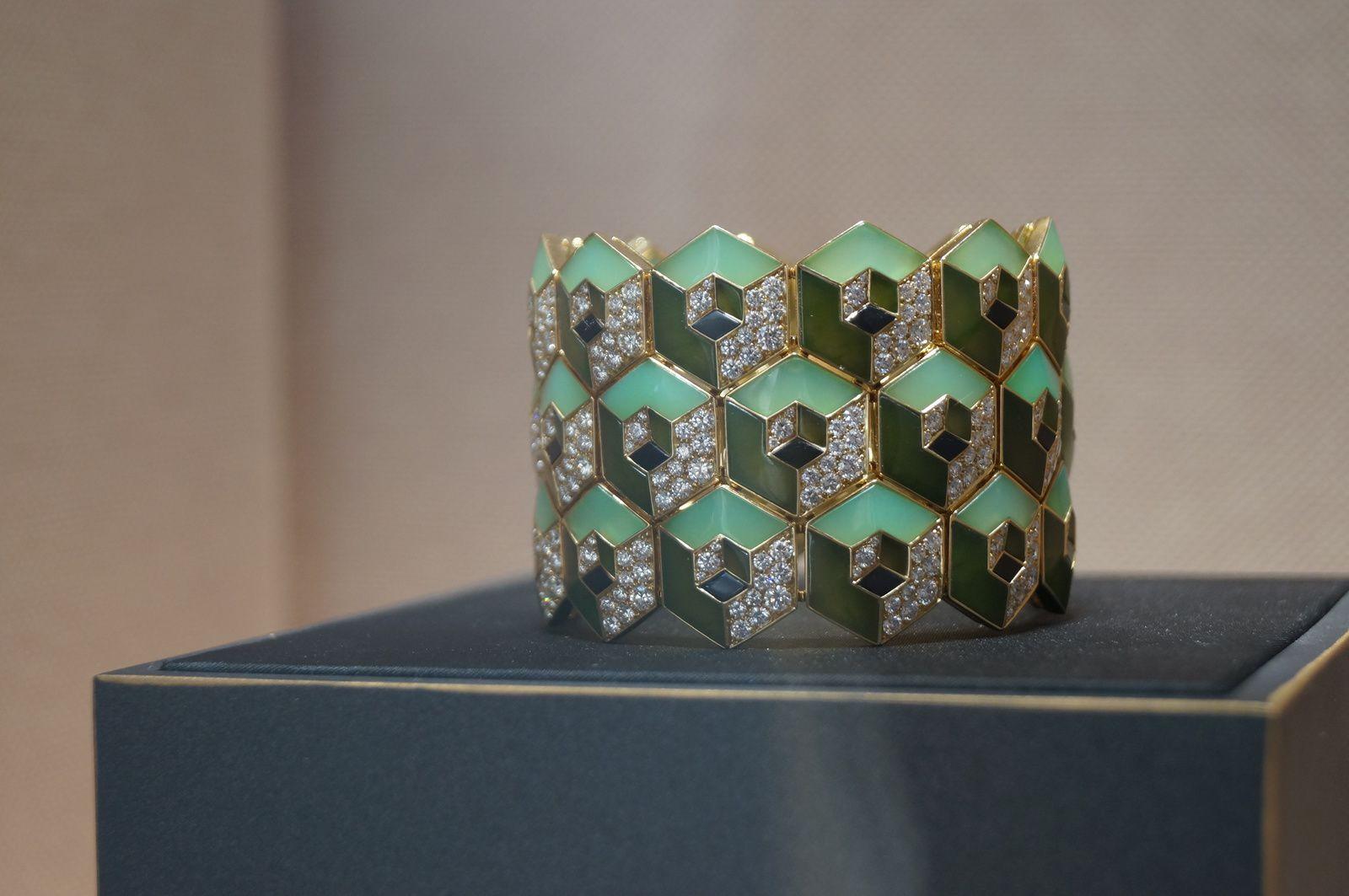 Bracelet de Cartier, or jaune, jade néphrite, chrysoprases, onyx et diamants © Bliss from Paris