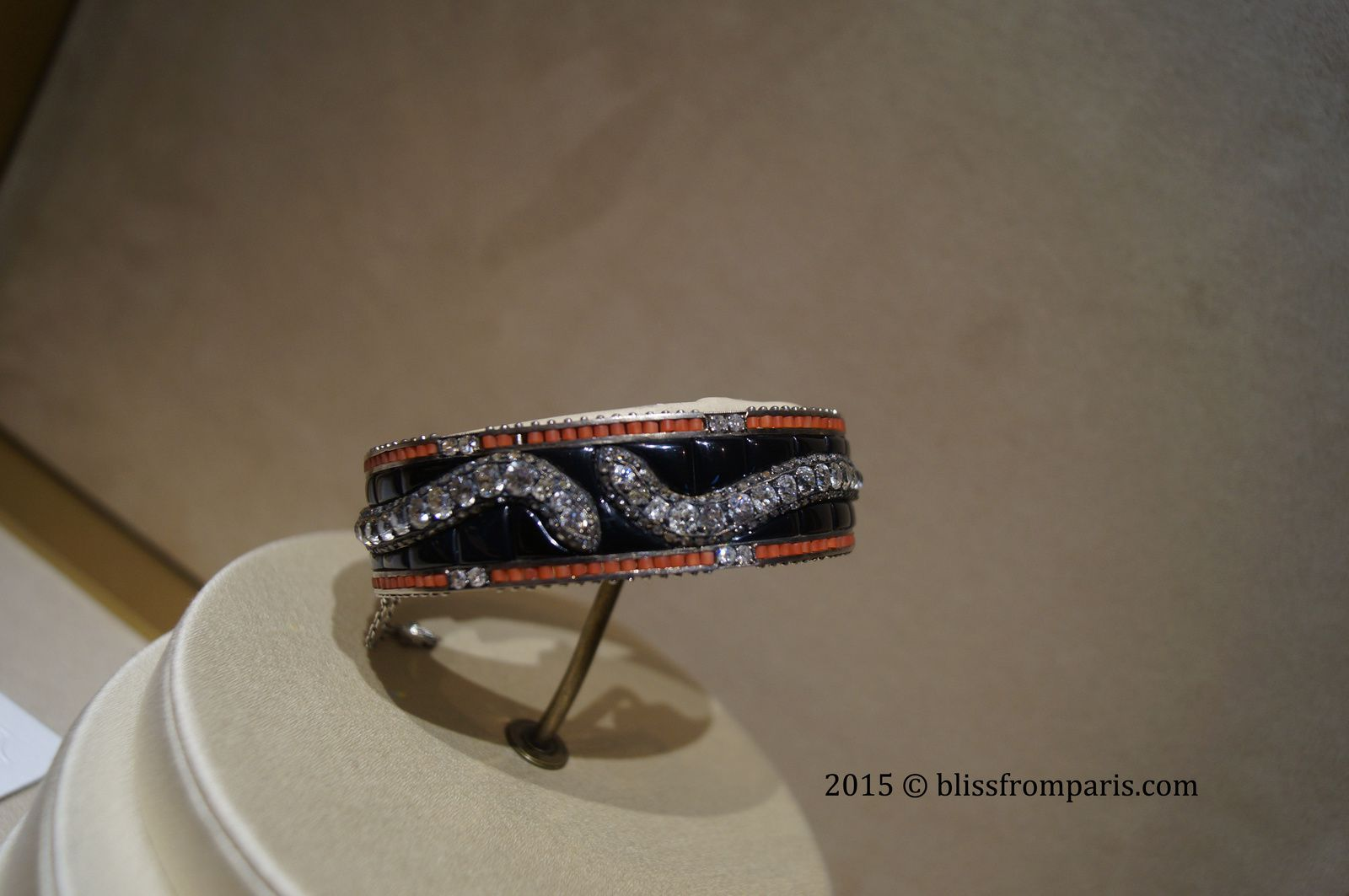 Bracelet Serpent , perles de corail, onyx et diamants, 1935  © Bliss from Paris