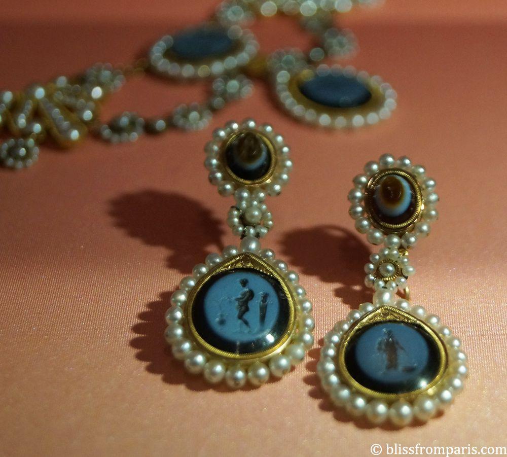 Parure d'intailles, or, agate nicolo, sardonyx et perles fines, Chaumet-Nitot vers 1805