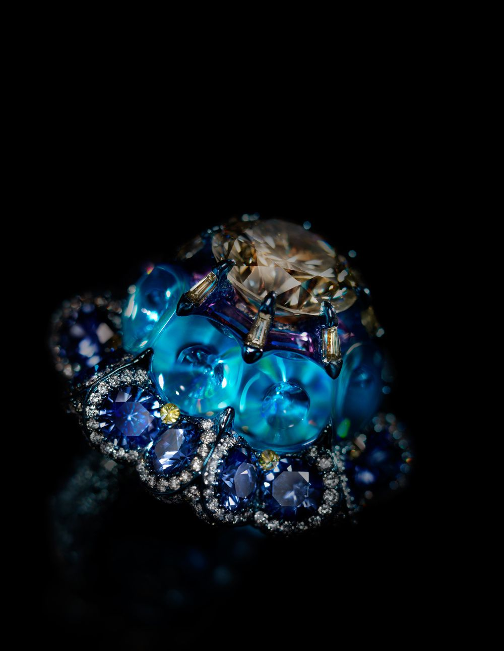 Wallace Chan,  Moonlit Waltz Ring set with yellow diamond, blue topaz, fancy colored diamond, sapphire © Wallace Chan