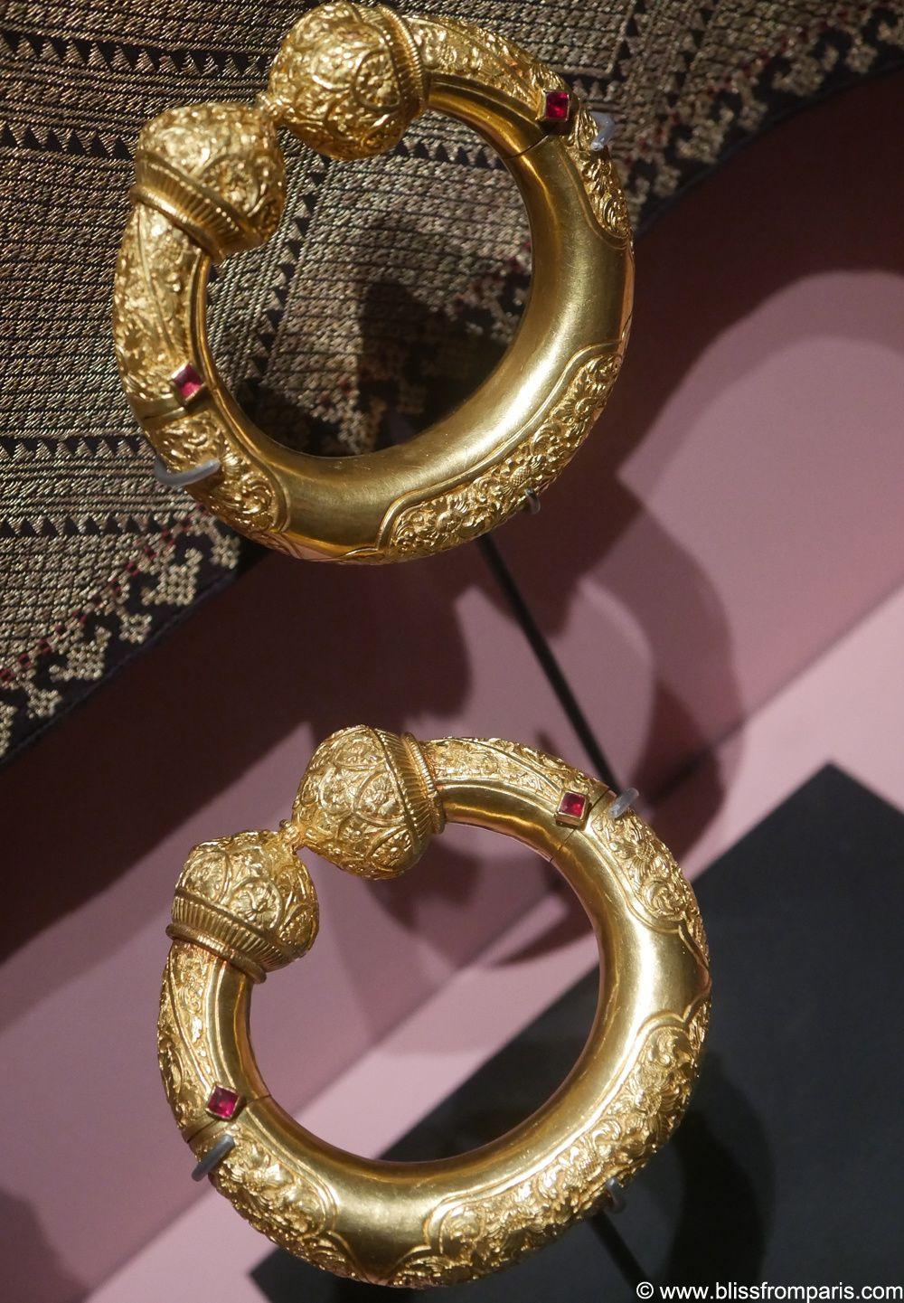 Parure de marriage: deux  bracelets, or et rubis, Cambodge, art khmer, fin 19ème siècle