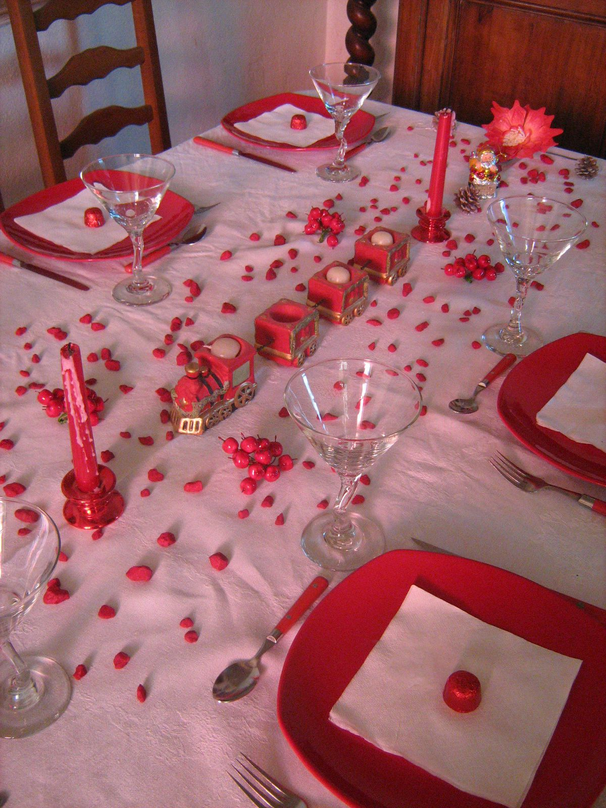 Table de noel en rouge et blanc 1 table et d co d 39 estelle for Decoration de noel rouge et blanc