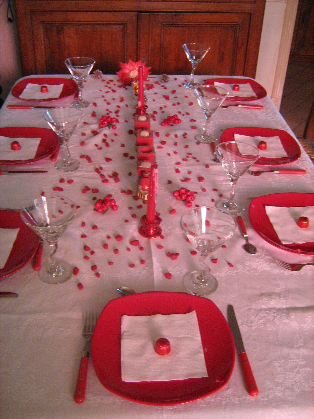 Table de noel en rouge et blanc 1 table et d co d 39 estelle for Decoration table de noel rouge et blanc