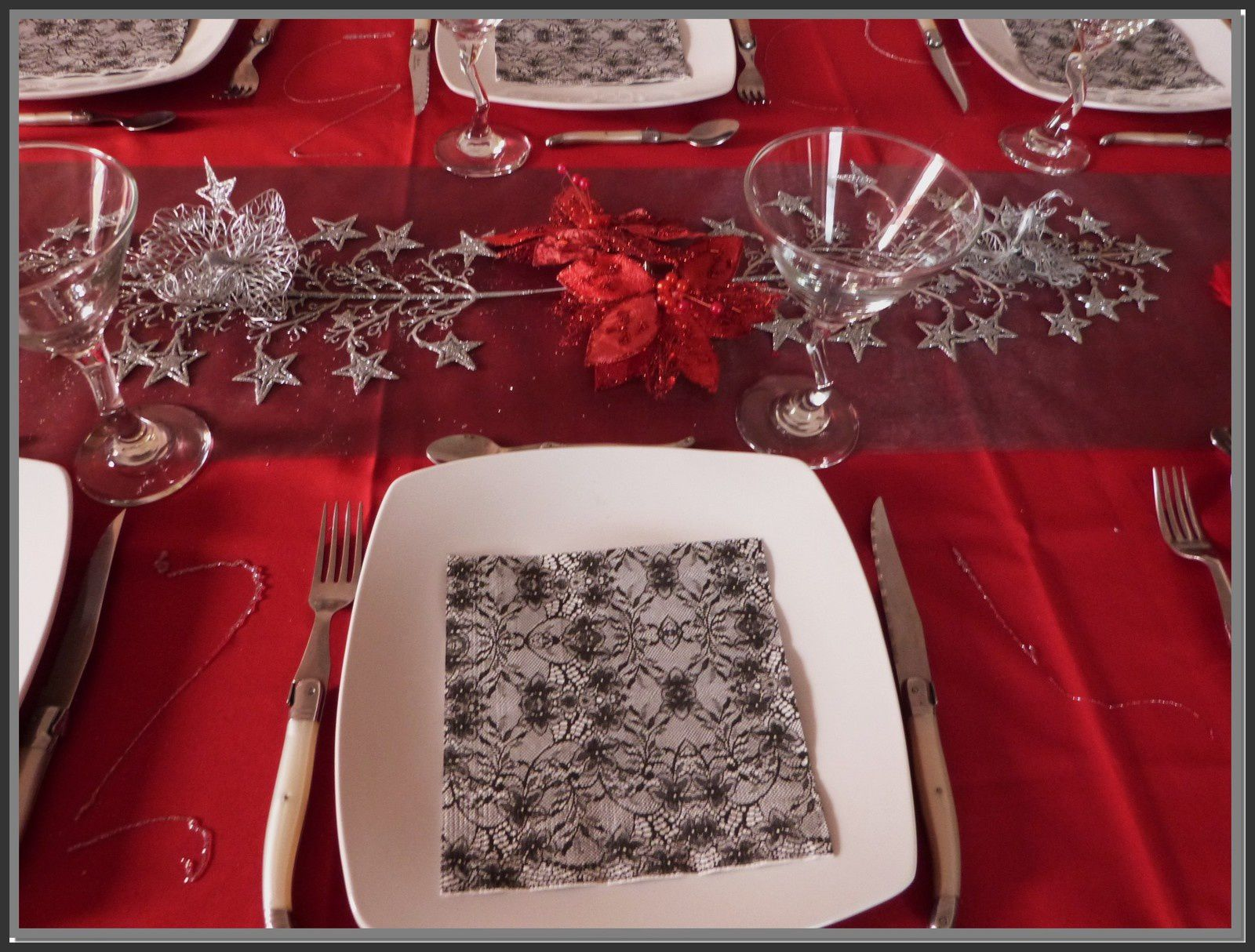 Noel en rouge et argent 2 table et d co d 39 estelle for Nappe et serviettes de table
