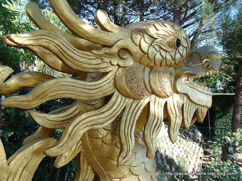 Dragons, tortues, coqs : le petit monde familier des bouddhistes