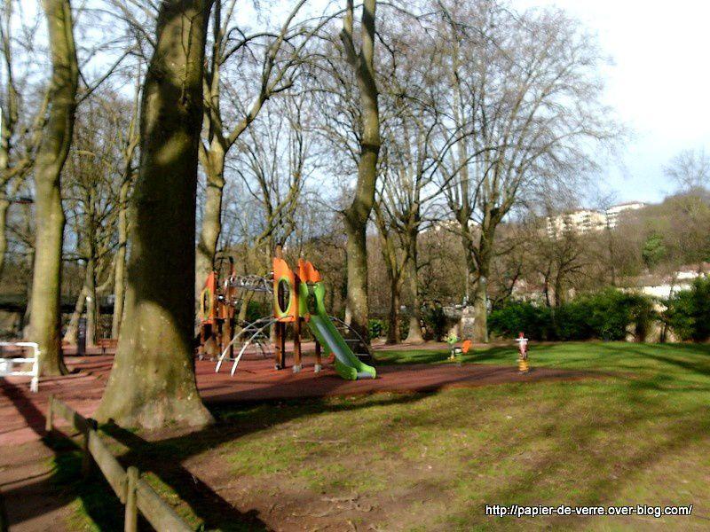 Le terrain de jeux pour enfants