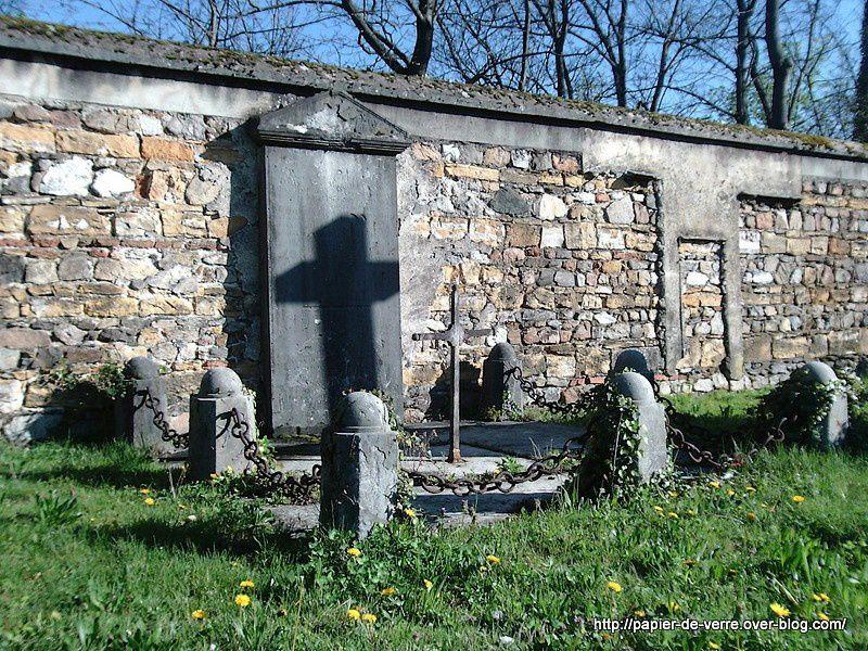 Cette photo, c'est ma fierté : regardez l'ombre épaisse de la croix toute mince !