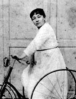 Fatma Aliye Topuz, la femme du billet orange turc.