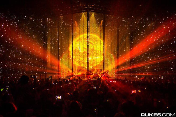 Eric Prydz Delivers Stunning Daft Punk Tribute At EPIC 4.0