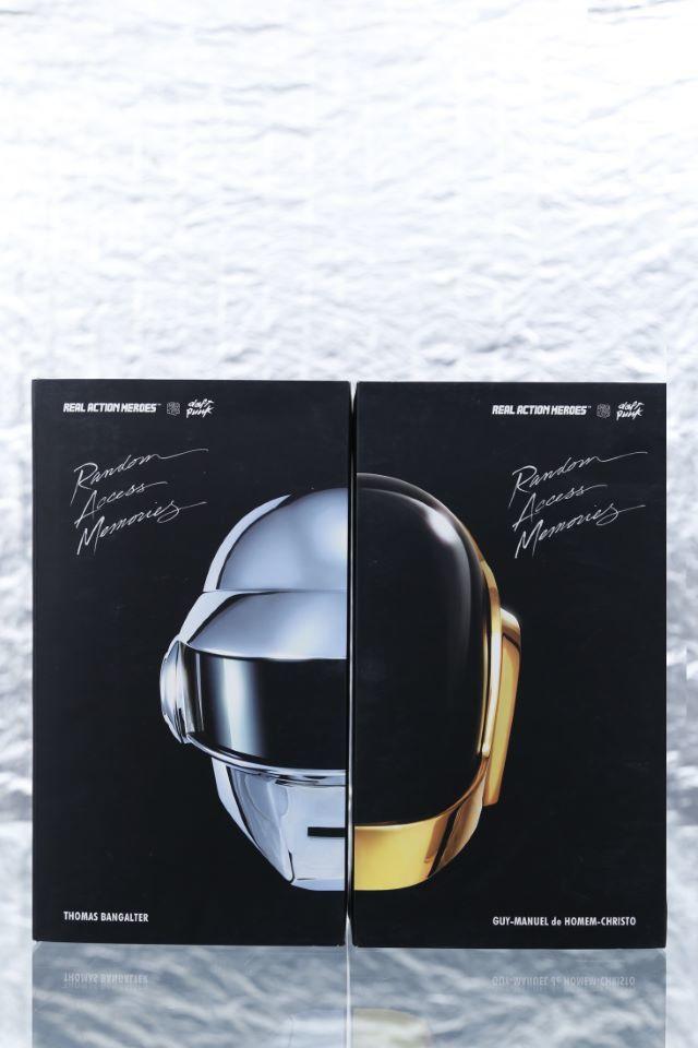 Tous les objets qui concernent les Daft Punk se sont acheter Samedi 13 Mai 2017