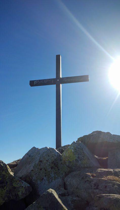 La croix principale de plus en plus taguée :-(