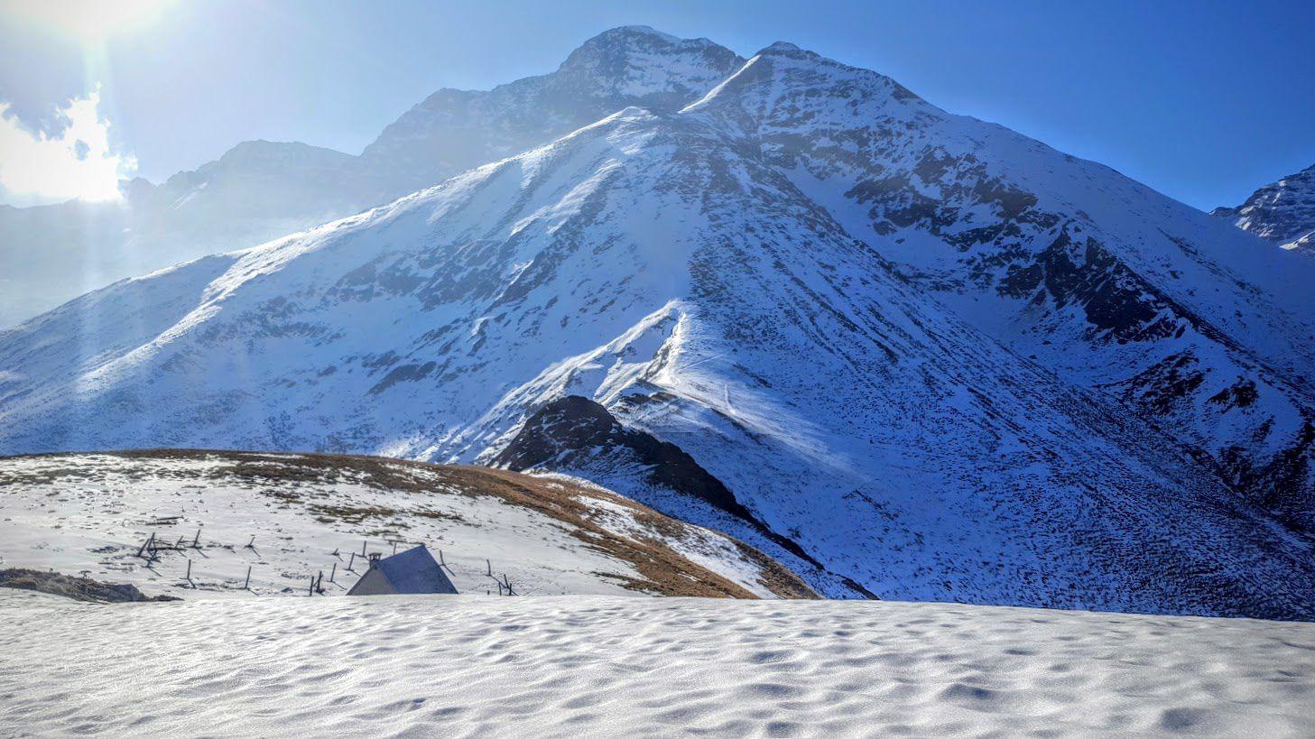 Descendre au Col du L'ARECH, puis remonter au Tuc de CAGONILLE, puis atteindre la COUME de LAUZE, et La MAIL dé BULARD tout là-haut !