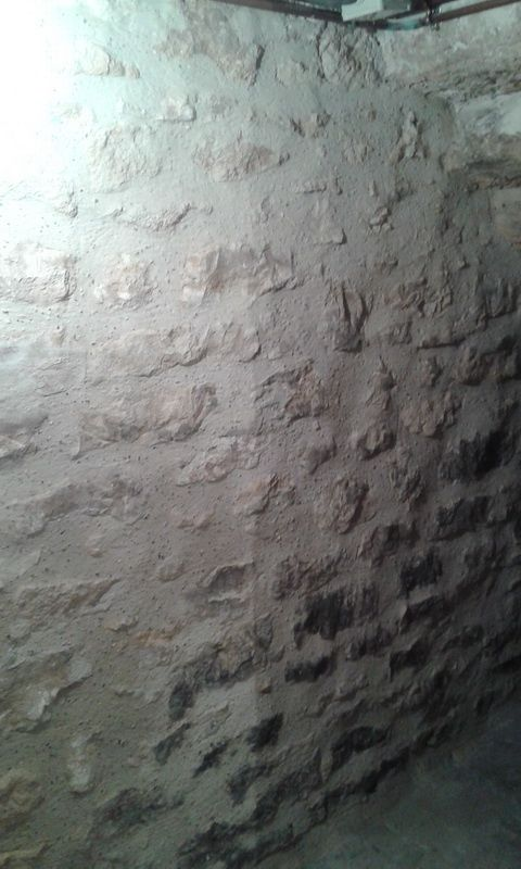 pierres apparentes dans cave www. Black Bedroom Furniture Sets. Home Design Ideas