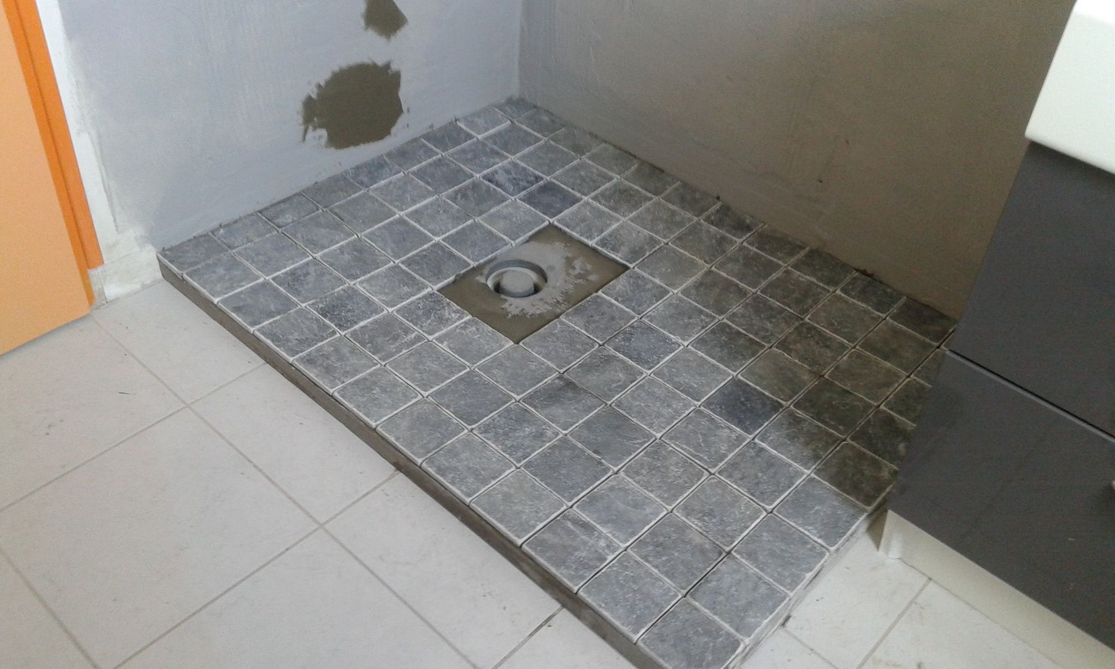 Modification d 39 une douche suite www for Pose carrelage salle de bain douche italienne