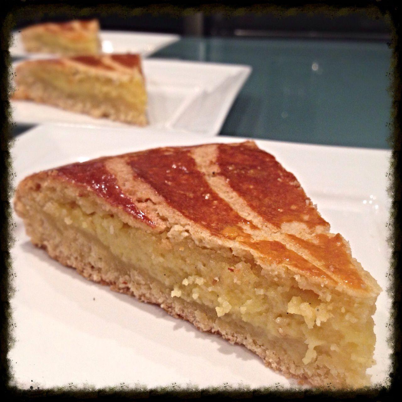Mardi 7 janvier 2014 : Menu lendemains de fête - Petits feuilletés au fromage et pavot &#x3B; Saint-Jacques à la nage et salsa fraîcheur &#x3B; Fondue à la tomate &#x3B; Galetteau basque