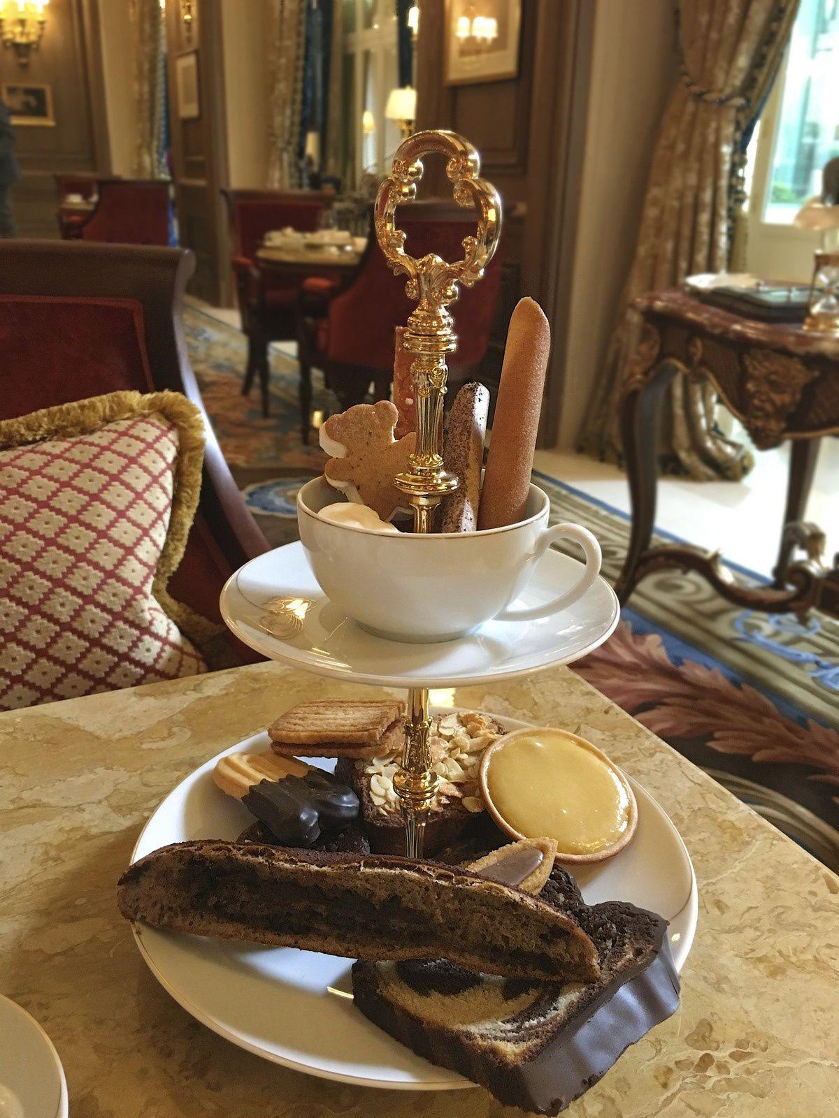 Un assortiment généreux de petits fours et de gâteaux du voyage pour 1 personne !