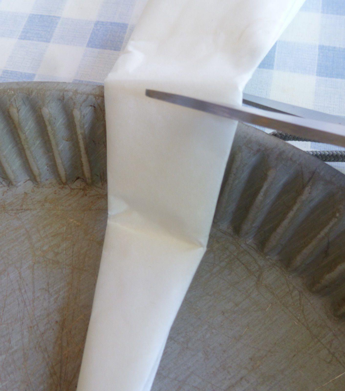 comment découper facilement un papier cuisson pour garnir un moule à tarte rond