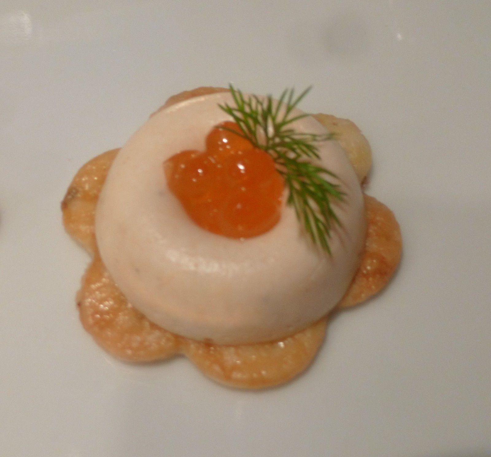 bouchées de panacotta de saumon sur biscuit aux graines d'anis