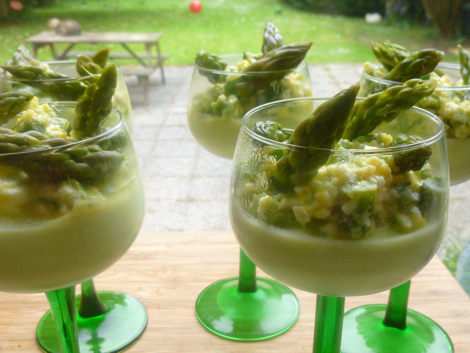 verrines crème d'asperges vertes,mimosa d'asperges aux oeufs