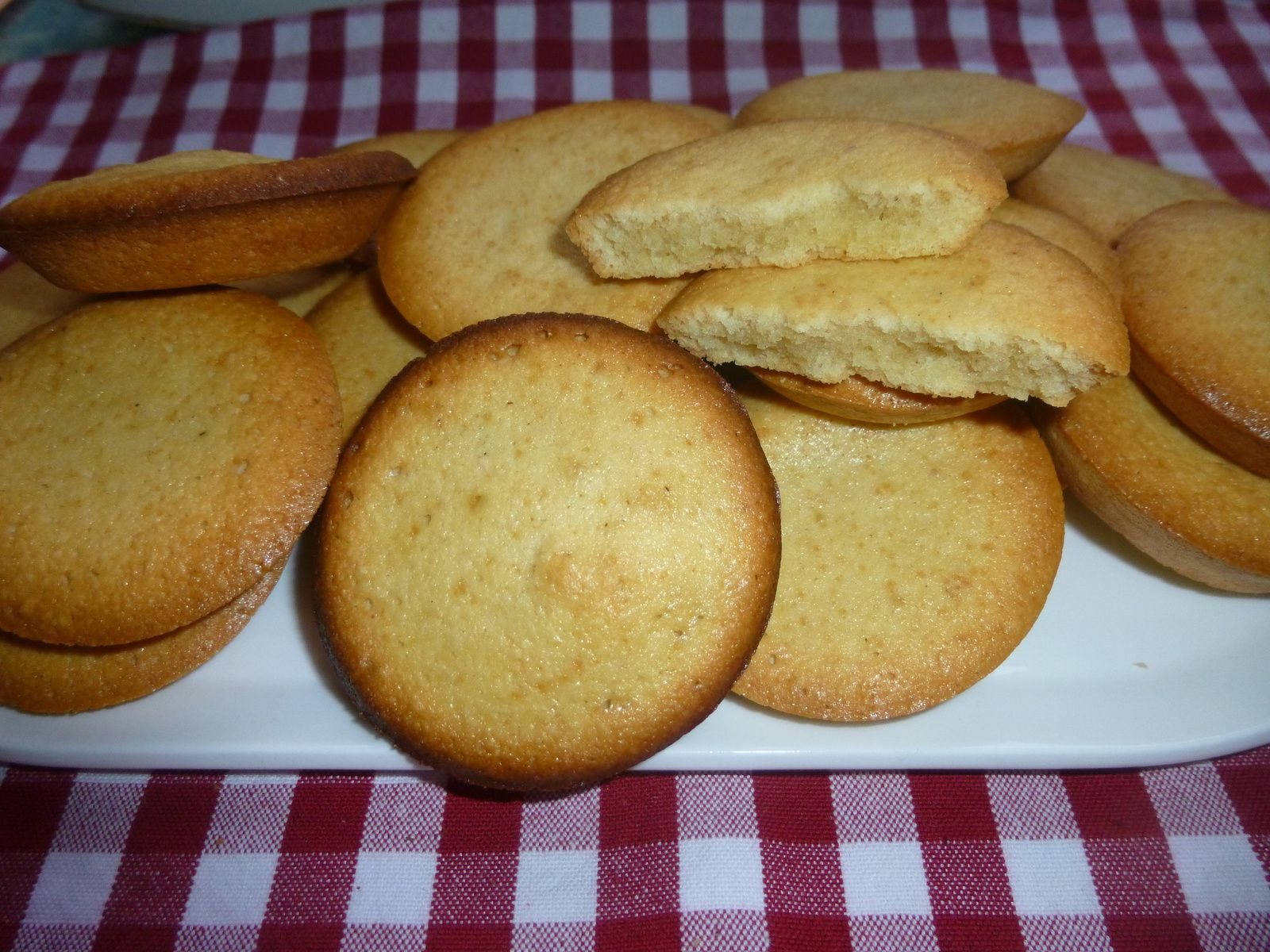 petits gâteaux amande et rhum