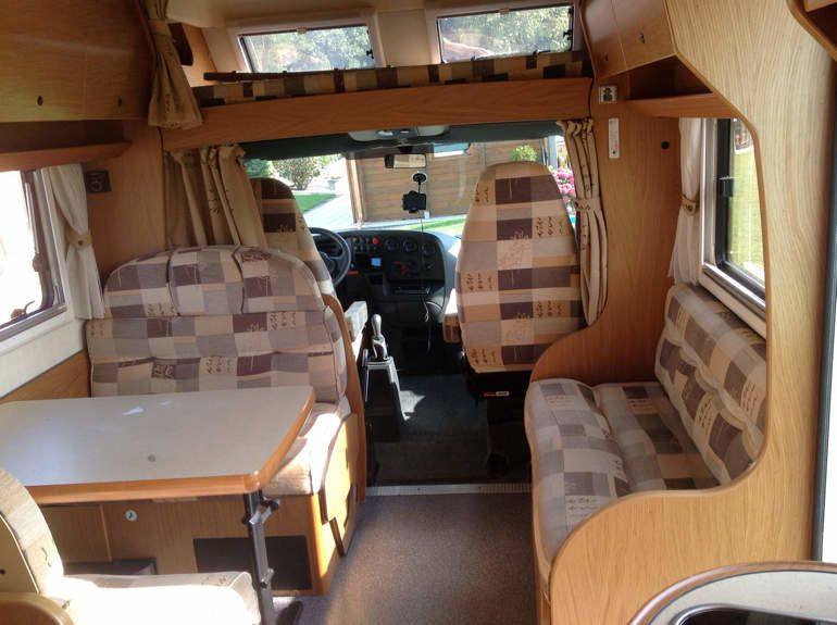 Le camping car un tour cinq for Store interieur camping car