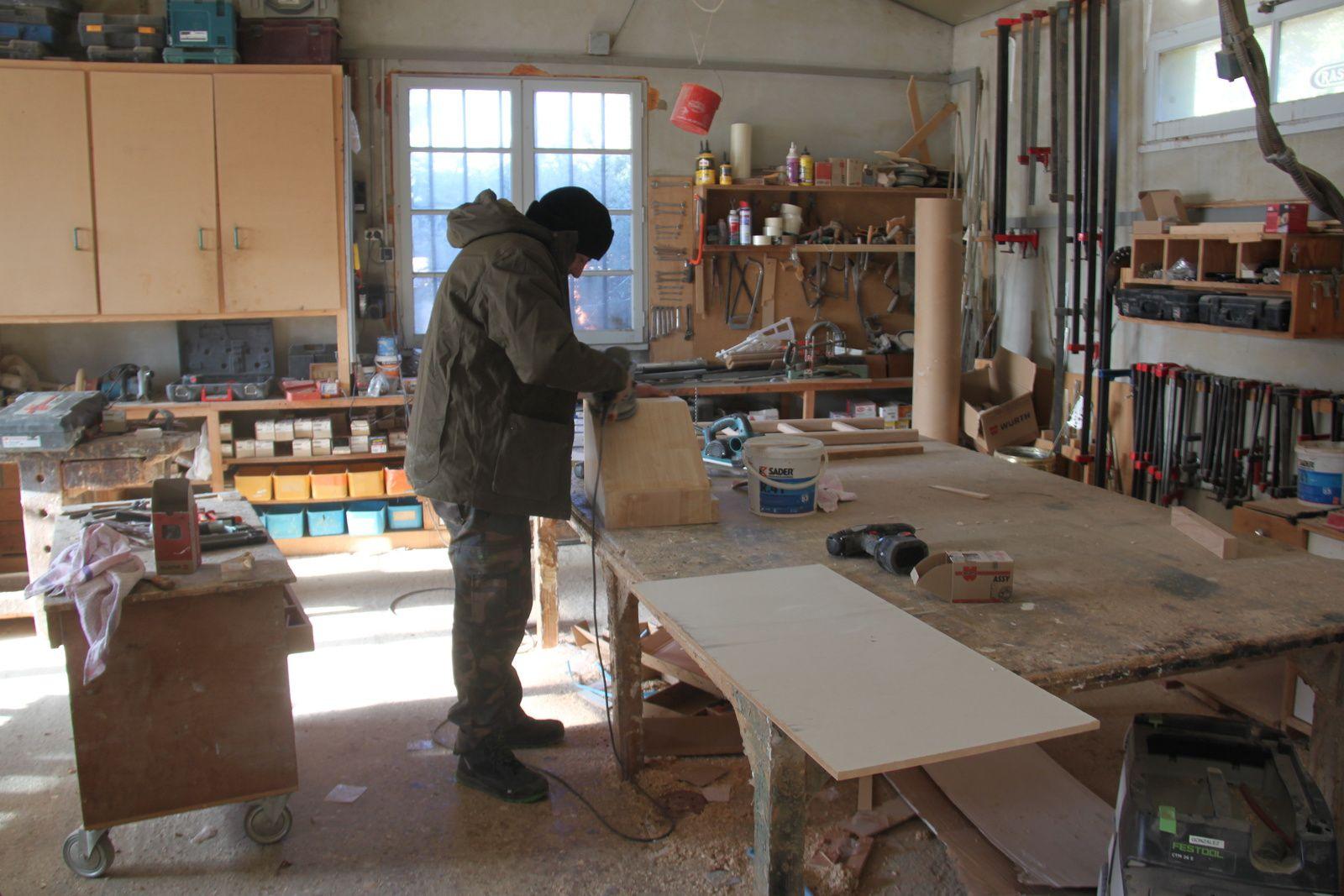 fabrication du coffre et de l'échelle fixe pour le lit superposé