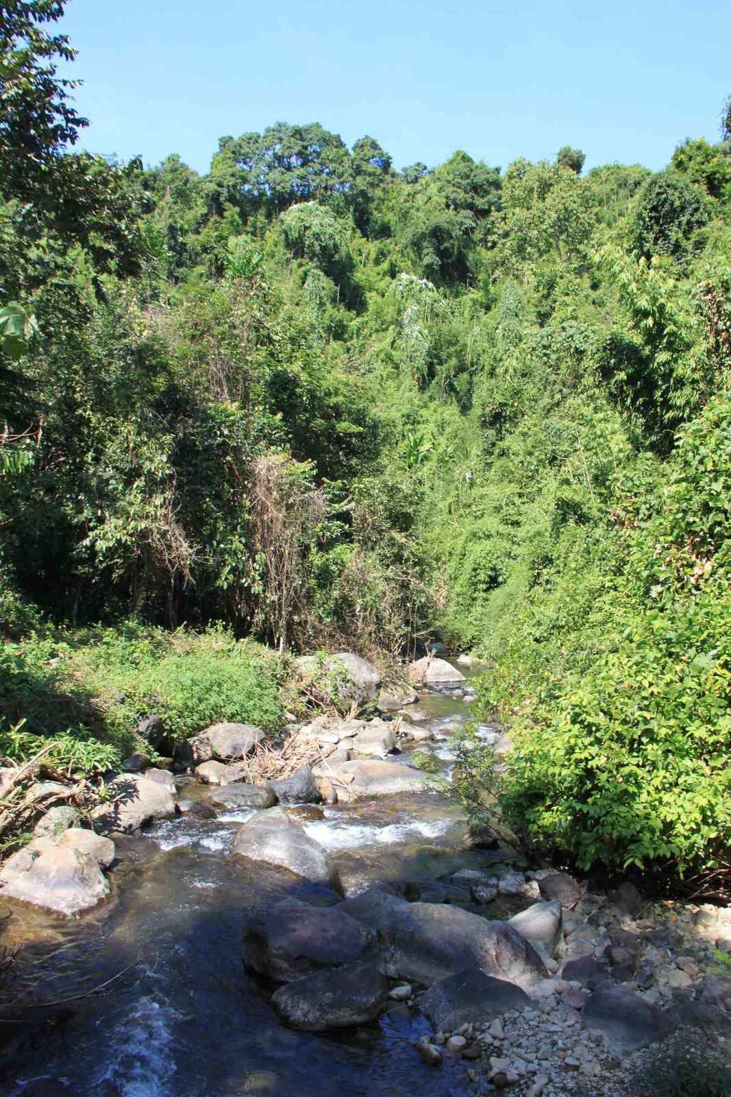 Cascades et lagon turquoise à Vang Vieng