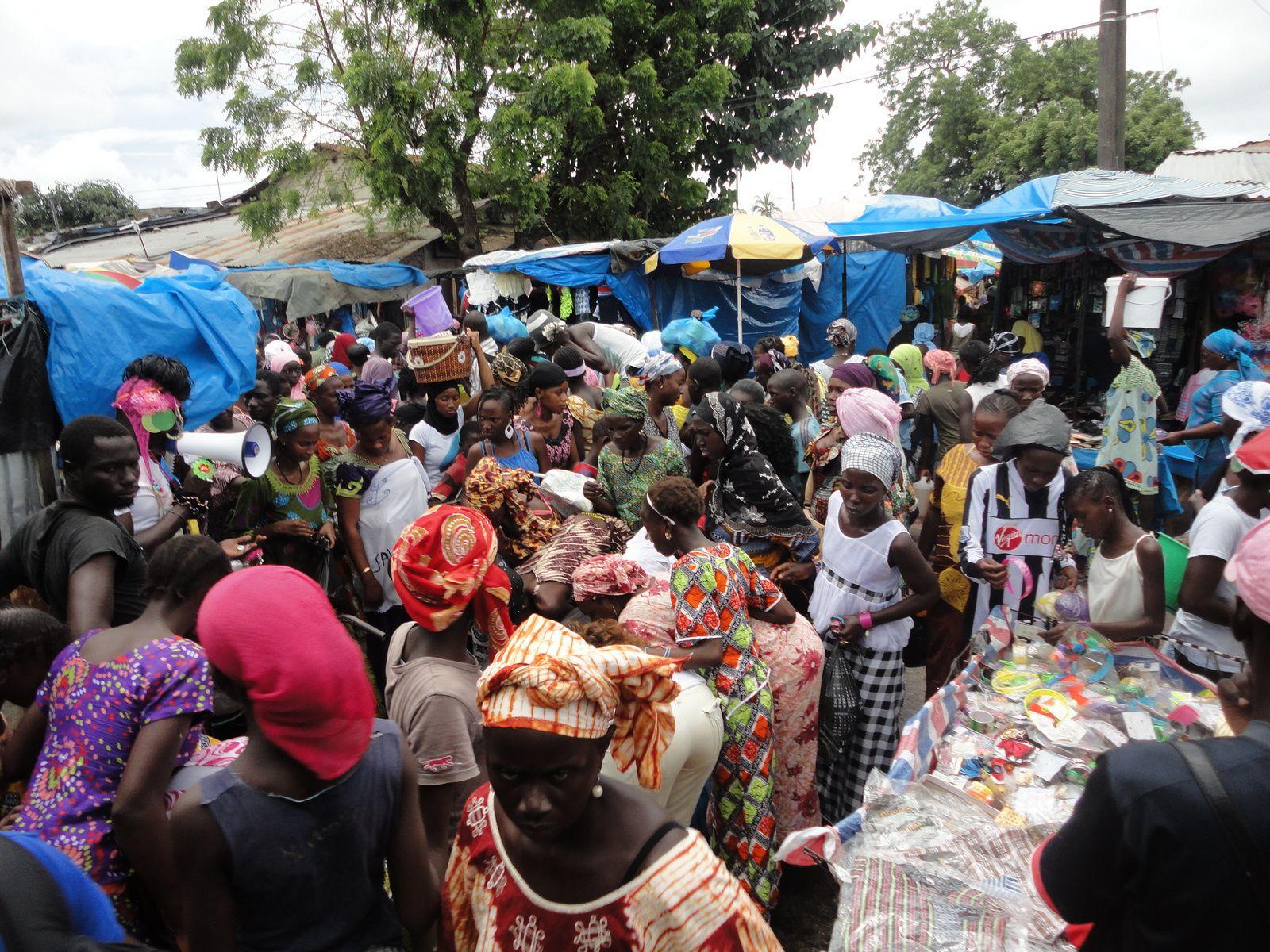 Jour de marché à Ziguinchor avant la fête de la Korité