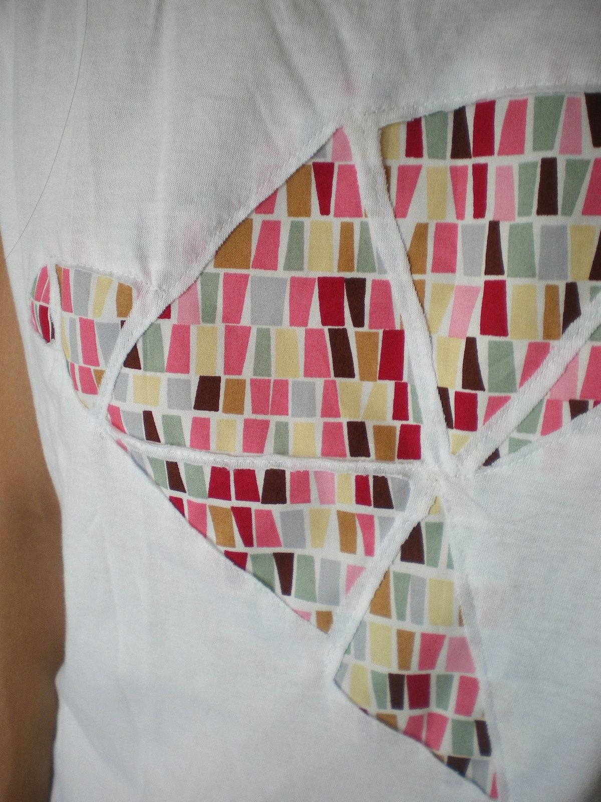 DIY: le tee shirt troué avec ou sans machine